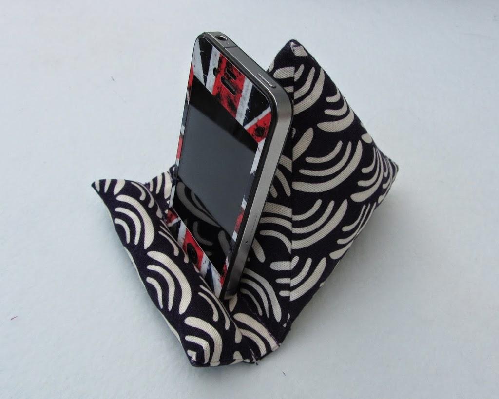 handy sitzsack in lila. Black Bedroom Furniture Sets. Home Design Ideas