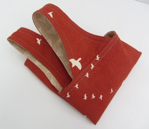 Rote Einkaufstasche mit Vögeln